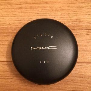 Mac studio fix powder shade nc10 (lightest shade)